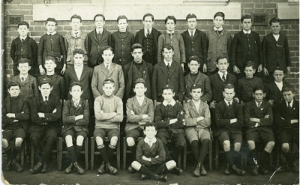 1916: first students